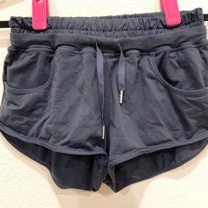 Lululemon track/run shorts Sz4 color black